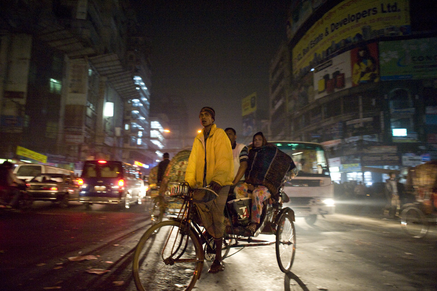 2011.1.7 ダッカの夜に_c0129690_1214584.jpg