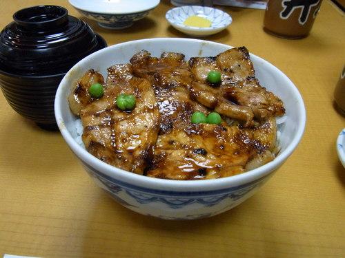 お昼は「豚丼」 _a0195310_2103034.jpg