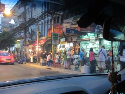 タイの屋台は半端じゃない_b0100062_23473250.jpg