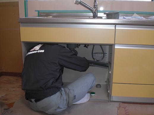 システムキッチンへ取替え ~ もうすぐ完成_d0165368_738875.jpg