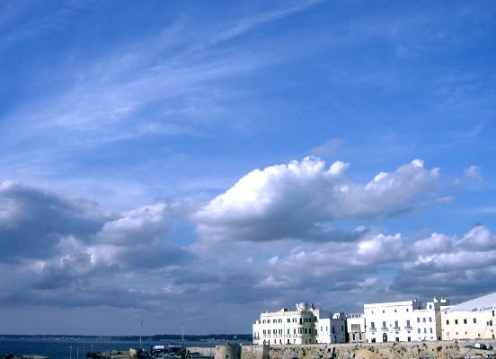ガッリーポリ 2. ゼピュロスが舞うサレント半島最西端の町_f0205783_1648626.jpg