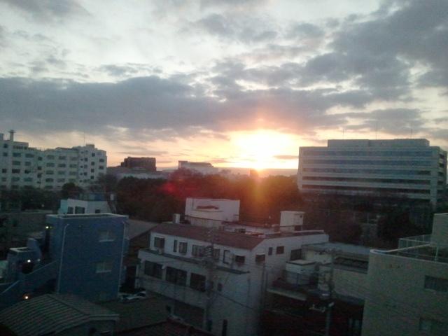 新幹線からの朝日 _f0192307_23504827.jpg