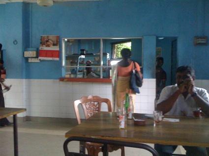 スリランカ 6日目 小さな食堂に入ってみる_f0072976_10332688.jpg