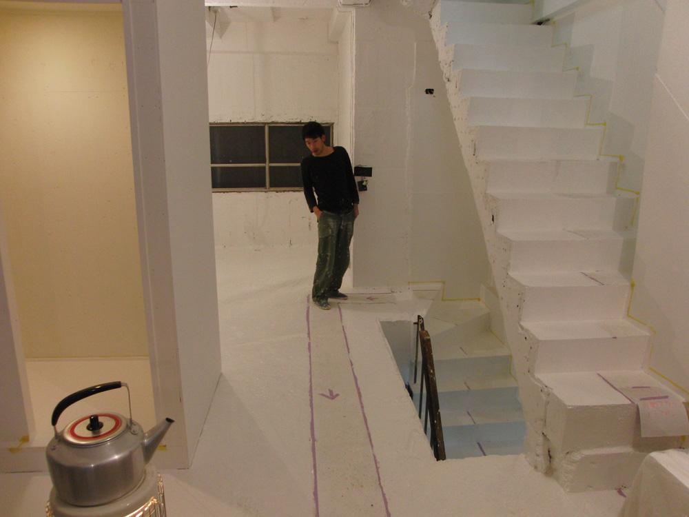 2011.1/14. 作業15日目。床、階段塗装二日目_a0184716_20293822.jpg