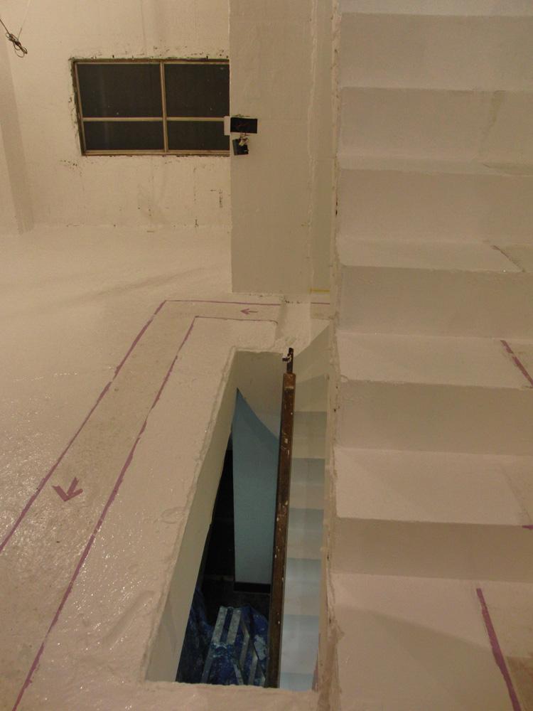 2011.1/14. 作業15日目。床、階段塗装二日目_a0184716_20295435.jpg
