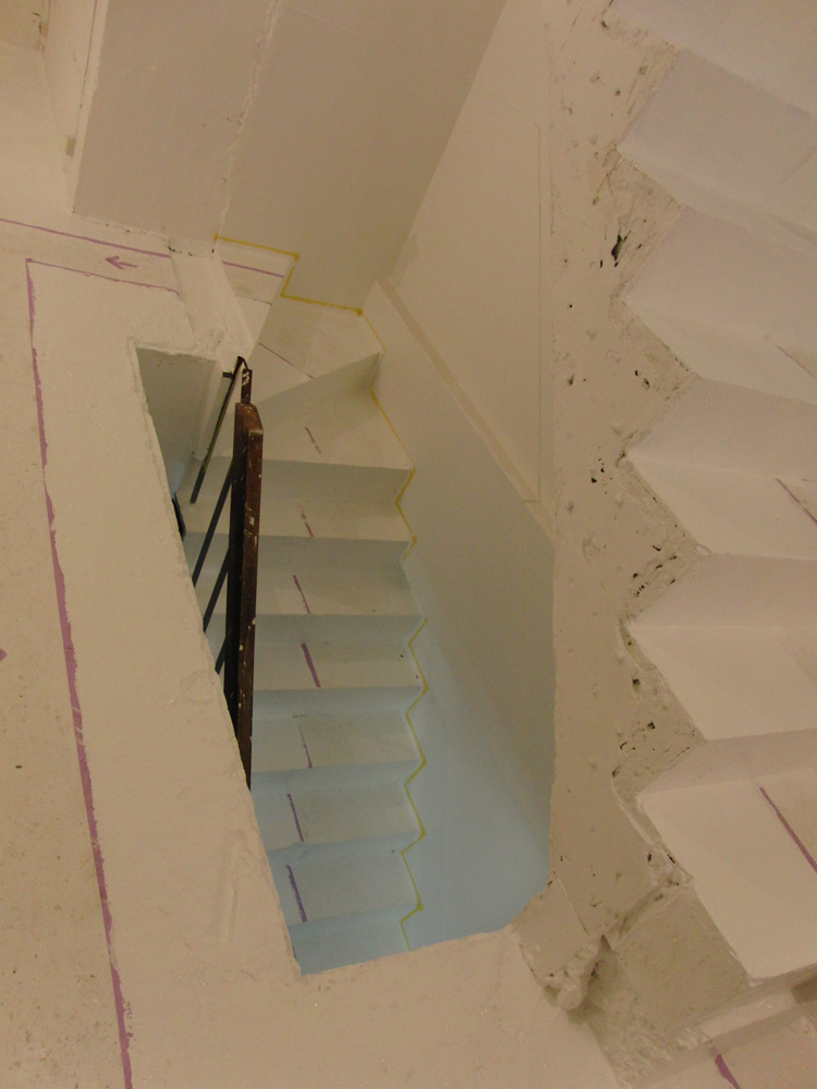 2011.1/14. 作業15日目。床、階段塗装二日目_a0184716_2030538.jpg