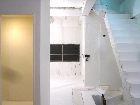 2011.1/14. 作業15日目。床、階段塗装二日目_a0184716_3453453.jpg