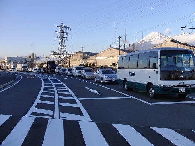 信号で渡る踏切と臨港富士線の開通_f0141310_2373189.jpg