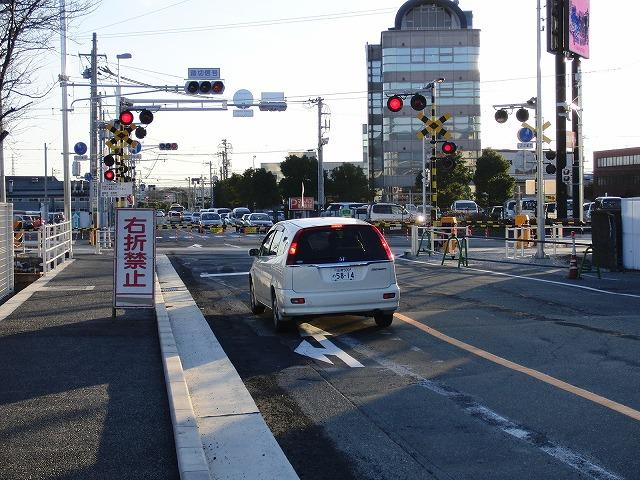 信号で渡る踏切と臨港富士線の開通_f0141310_237627.jpg