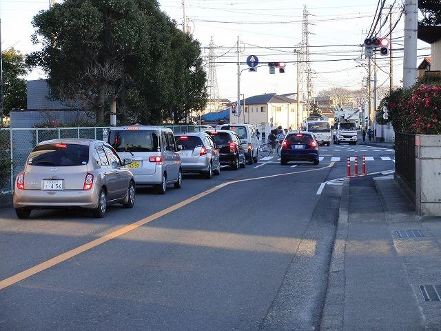 信号で渡る踏切と臨港富士線の開通_f0141310_2381640.jpg