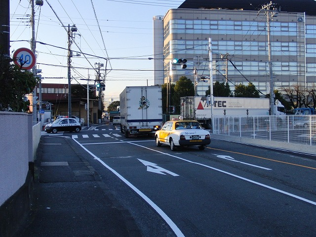 信号で渡る踏切と臨港富士線の開通_f0141310_23831.jpg