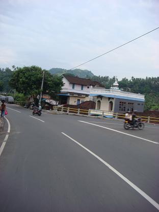 シドゥメン村までの道のり バイパス・クルンクン~サトリア地区 By pass Klungkung - Satria_a0120328_1081399.jpg