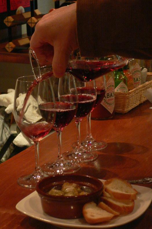 天満「立ち呑みワイン」という浪速ならではの本格ワイン酒場。_c0061686_8104482.jpg