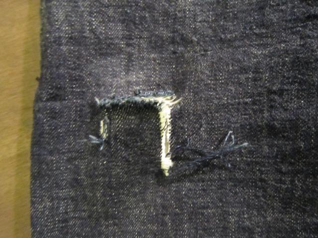 モモのリペア ブランドジーンズ 目だたない様に普通縫い_a0182112_15212926.jpg