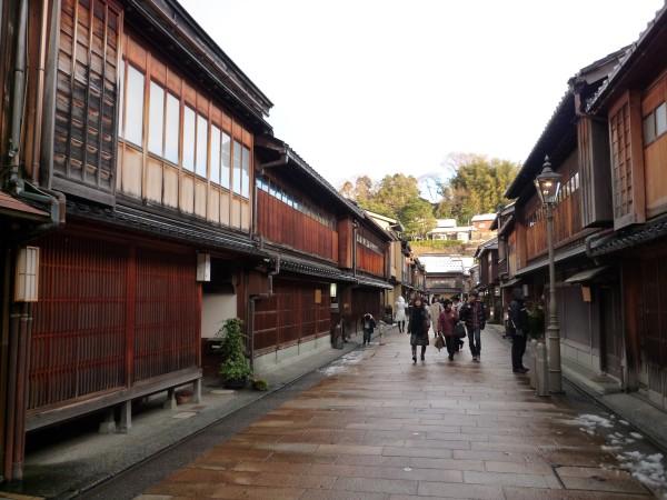 金沢 : ひがし茶屋街「茶房一笑」 ぞれぞれ似合った盆の上 _e0152073_1345570.jpg