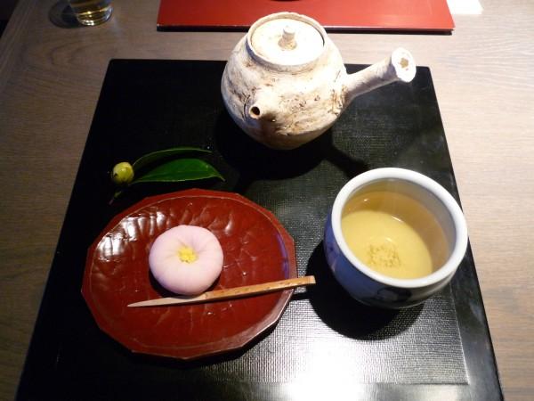 金沢 : ひがし茶屋街「茶房一笑」 ぞれぞれ似合った盆の上 _e0152073_1351097.jpg