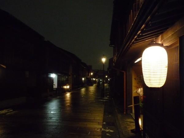 金沢 : ひがし茶屋街「茶房一笑」 ぞれぞれ似合った盆の上 _e0152073_1351713.jpg