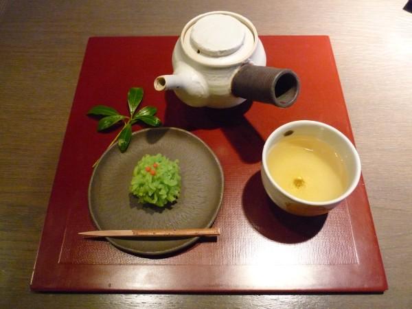 金沢 : ひがし茶屋街「茶房一笑」 ぞれぞれ似合った盆の上 _e0152073_135685.jpg
