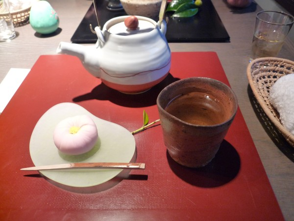金沢 : ひがし茶屋街「茶房一笑」 ぞれぞれ似合った盆の上 _e0152073_135850.jpg