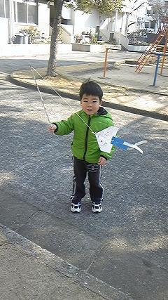 紙ヒコーキ凧をつくったよ!_c0151262_1691623.jpg