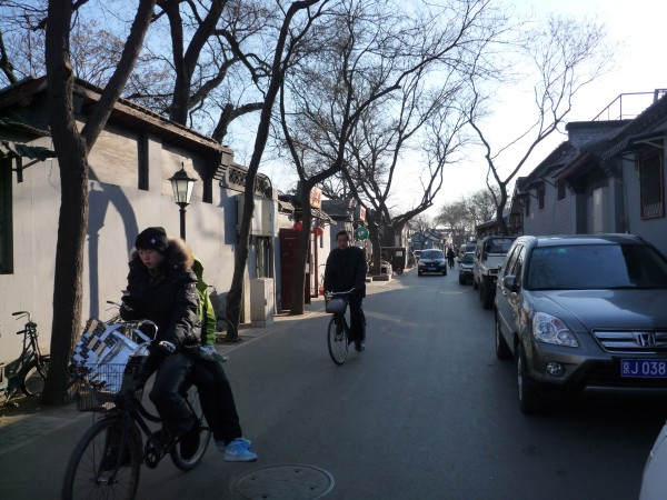 中国 北京 : 青い椅子に青いラベルの壺入り蜂蜜ヨーグルト_e0152073_12295.jpg