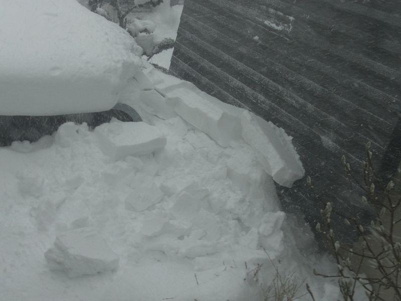 屋根からの落雪_c0025115_21465922.jpg