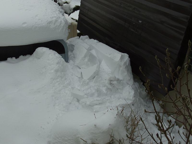 屋根からの落雪_c0025115_21471173.jpg