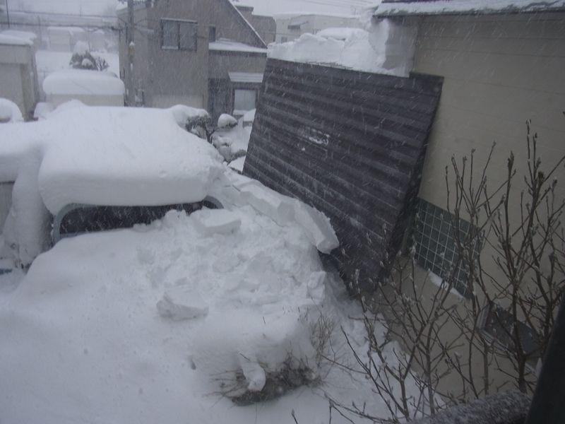 屋根からの落雪_c0025115_2147390.jpg