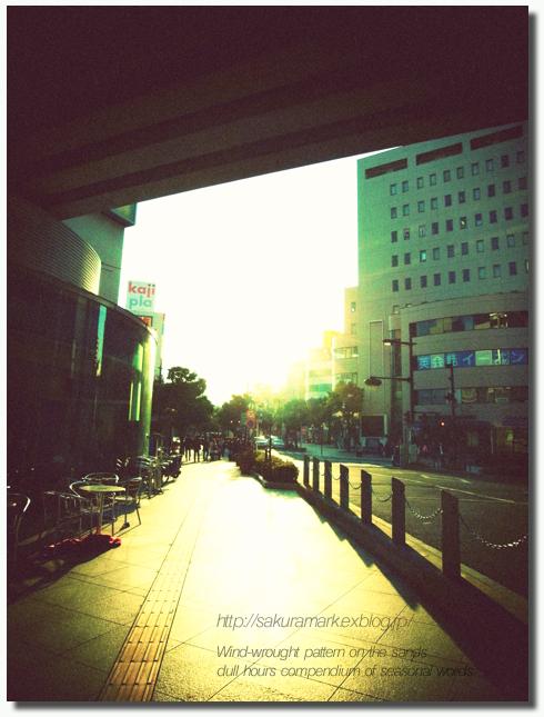 黄昏前の街。_f0235723_1722657.jpg