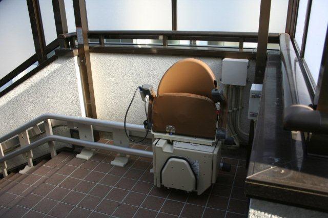 バリアフリー(椅子式階段昇降機)_e0207151_14105219.jpg