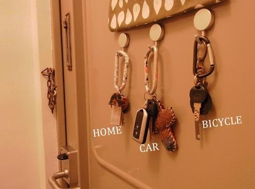 ... 自転車 の鍵をかけています