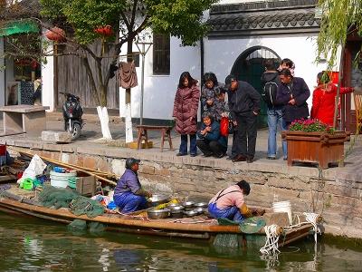 中国出張2010年12月-週末旅行-第一日目-朱家角鎮(I) チケット、放生橋、阿婆茶楼、東・西井街_c0153302_1711332.jpg
