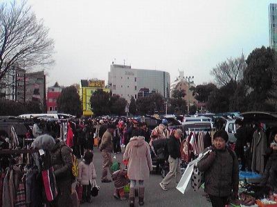 明治公園でのMOTTAINAIフリーマーケット_e0105047_1035376.jpg