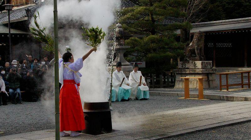 湯立神楽 (伏見 城南宮 ) (2011年01月20日)_c0119555_21192224.jpg