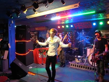 野音も決定している、人気急上昇中のロックバンドSPYAIRが韓国で初ライヴ!_e0197970_20124975.jpg