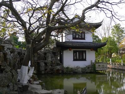 中国出張2010年12月-週末旅行-第一日目-朱家角鎮(II) 課植園、全華水郷芸術館、遊覧船、水路と橋たち_c0153302_16433275.jpg