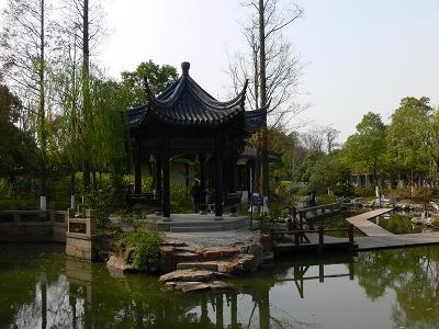 中国出張2010年12月-週末旅行-第一日目-朱家角鎮(II) 課植園、全華水郷芸術館、遊覧船、水路と橋たち_c0153302_1645630.jpg