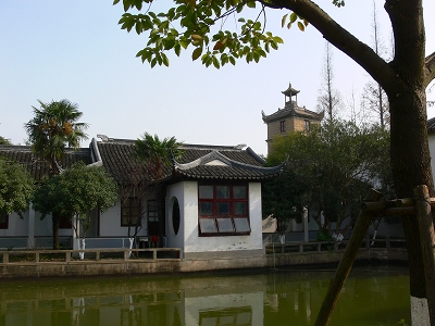 中国出張2010年12月-週末旅行-第一日目-朱家角鎮(II) 課植園、全華水郷芸術館、遊覧船、水路と橋たち_c0153302_16473819.jpg