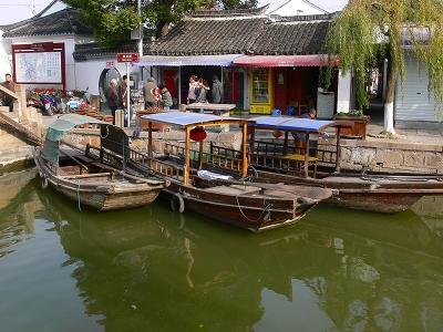 中国出張2010年12月-週末旅行-第一日目-朱家角鎮(II) 課植園、全華水郷芸術館、遊覧船、水路と橋たち_c0153302_16494686.jpg
