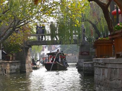 中国出張2010年12月-週末旅行-第一日目-朱家角鎮(II) 課植園、全華水郷芸術館、遊覧船、水路と橋たち_c0153302_16552570.jpg
