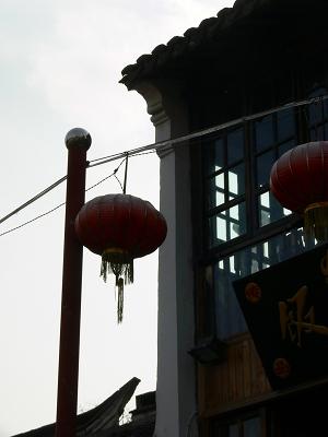 中国出張2010年12月-週末旅行-第一日目-朱家角鎮(II) 課植園、全華水郷芸術館、遊覧船、水路と橋たち_c0153302_16555094.jpg