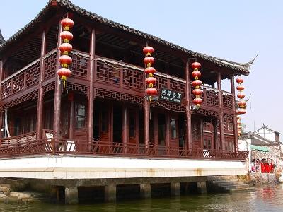 中国出張2010年12月-週末旅行-第一日目-朱家角鎮(II) 課植園、全華水郷芸術館、遊覧船、水路と橋たち_c0153302_16563737.jpg