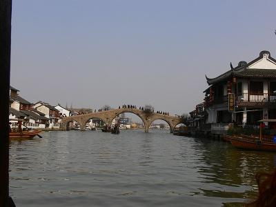中国出張2010年12月-週末旅行-第一日目-朱家角鎮(II) 課植園、全華水郷芸術館、遊覧船、水路と橋たち_c0153302_16564653.jpg
