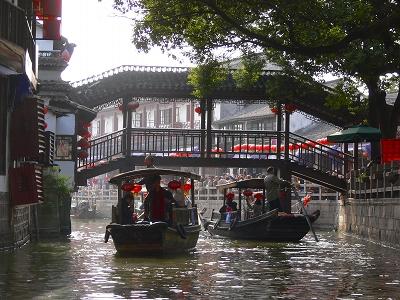 中国出張2010年12月-週末旅行-第一日目-朱家角鎮(II) 課植園、全華水郷芸術館、遊覧船、水路と橋たち_c0153302_16585213.jpg