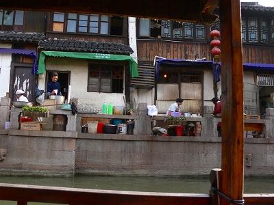 中国出張2010年12月-週末旅行-第一日目-朱家角鎮(II) 課植園、全華水郷芸術館、遊覧船、水路と橋たち_c0153302_1658982.jpg