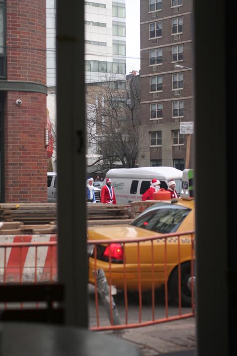NYC サンタさんいっぱい!@BOWERY_d0004651_15121635.jpg