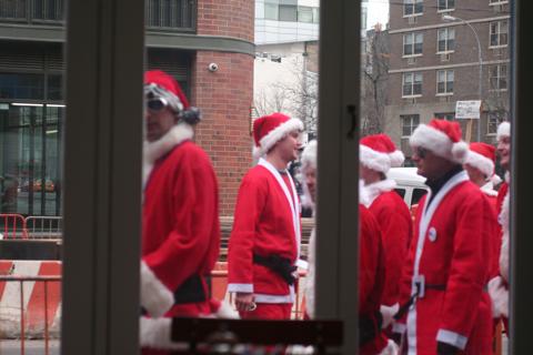 NYC サンタさんいっぱい!@BOWERY_d0004651_15134697.jpg