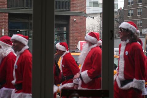 NYC サンタさんいっぱい!@BOWERY_d0004651_15135431.jpg