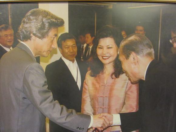 自由民主党の元首相小泉さんの写真がお店に_b0100062_23324395.jpg
