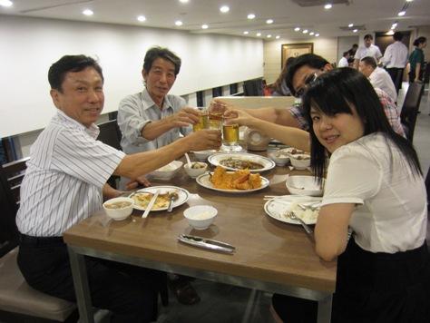 自由民主党の元首相小泉さんの写真がお店に_b0100062_23351639.jpg